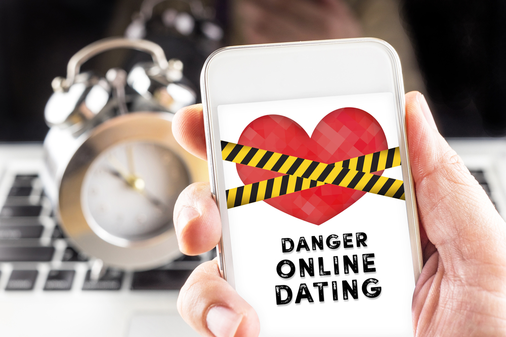 Don't Even Think About Meeting Your New Date Until You've Run An Online Background Check
